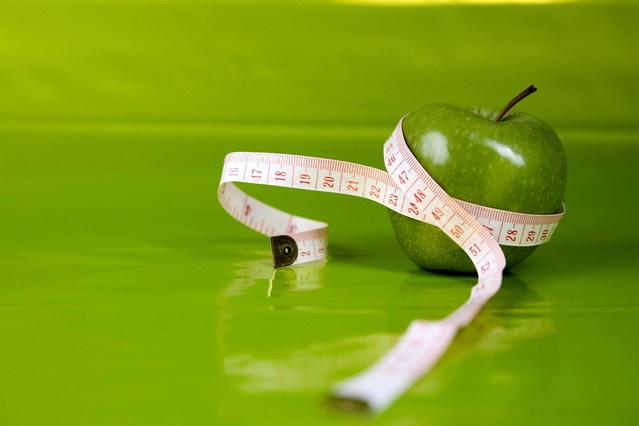 Zelené jablko, meter, chudnutie, diéta, fit.jpg