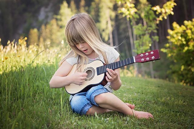 dievča gitara.jpg